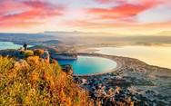 Η παραλία της Πελοποννήσου με την μυθική ομορφιά και τη φήμη που εξαπλώνεται σε όλο τον κόσμο!