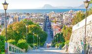 Βικτόρια Χίσλοπ στον Guardian για Πάτρα: «Η πόλη που συνθέτει τις αντιθέσεις της Ελλάδας»