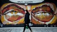 Guardian: 'Η κυβέρνηση πανηγυρίζει, αλλά οι Έλληνες δεν βλέπουν φως στην άκρη του τούνελ'