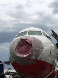 Ουκρανός πιλότος προσγείωσε αεροπλάνο στα τυφλά (video)
