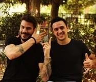 Ο Άκης Πετρετζίκης και ο Λάμπρος Βακιάρος φωτογραφίζονται μαζί!