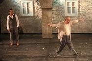 Πανσέληνος στο κατάμεστο Ρωμαϊκό Ωδείο με «Ζορμπά» - Συγκίνηση για τον Γρηγόρη Βαλτινό (φωτο)