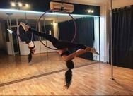 Πάτρα - Pole dancing δίπλα από τις ανεμογεννήτριες (video)