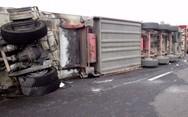 Αθηνών - Λαμίας: Ανατράπηκε νταλίκα με εύφλεκτο υλικό στην εθνική οδό!