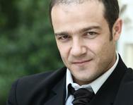 Ο ηθοποιός, Φώτης Σπύρου δουλεύει σε πανσιόν στην Εύβοια!