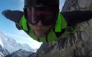 Πέταξε μέσα από καταρράκτη με wingsuit (video)