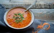 Μαγειρέψτε φακές με ντομάτα και μπούκοβο