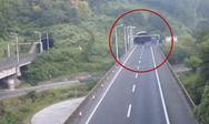 Φορτηγό προσκρούει σε τούνελ (δείτε video)
