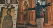 Διάσημος ράπερ γύρισε βίντεο κλιπ μέσα σε εκκλησία της Σαντορίνης (video)