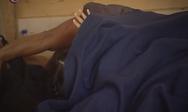 Ένας έρωτας γεννιέται στην Κουρούτα - Οι παίκτες που κοιμούνται στο ίδιο sleeping bag (φωτο+video)