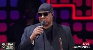 Ο Stevie Wonder έστειλε «μήνυμα» εναντίον του Τραμπ με μία κίνηση (video)