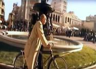 Όταν ο Δημήτρης Μητροπάνος έκανε βόλτες με το ποδήλατό του στην Πάτρα (pics+video)