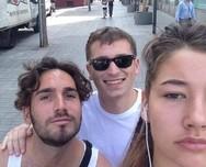 Νεαρή βγάζει selfies με τους άνδρες που της κάνουν σεξιστικά σχόλια (φωτο)