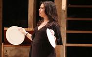 Η Μαρίνα Ασλάνογλου στο σανίδι στον πέμπτο μήνα της εγκυμοσύνης της!