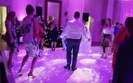 Ο χορευταράς γαμπρός που δεν είχε την τύχη με το μέρος του (video)