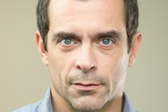 Κωνσταντίνος Μαρκουλάκης: Ολόγυμνος στη νέα του ταινία (vids)