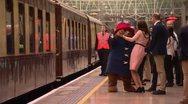 Η εγκυμονούσα Kate Middleton χορεύει με την αρκούδα Paddington (video)