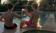Σάλος με τον μικρότερο γιο της Beckham που τα… πίνει με φίλο του στην πισίνα του σπιτιού του