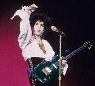 Πωλήθηκε η μπλε κιθάρα του Prince!