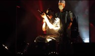 Marilyn Manson - Βγήκε στη σκηνή και σημάδεψε με όπλο το κοινό (video)