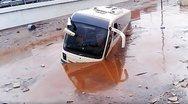 Δείτε νέο  βίντεο: Καρέ - καρέ η διάσωση των επιβατών του ΚΤΕΛ Αχαΐας