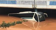 Ο οδηγός του ΚΤΕΛ Αχαΐας που εγκλωβίστηκε στη Μάνδρα, περιγράφει πως έσωσε τους επιβάτες!