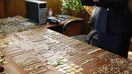 Πατρινός εκτιμητής - αντικέρ έκλεβε κατασχεμένα κοσμήματα της ΕΛ.ΑΣ.!