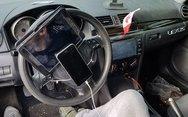 Οδηγός είχε προσαρμόσει στο τιμόνι του αυτοκινήτου... κινητό και tablet!