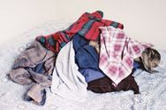 Δείτε γιατί δεν πρέπει να αφήνουμε άπλυτα ρούχα πολλές μέρες σε ένα δωμάτιο