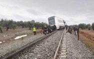 Εκτροχιασμός τρένου στην Ισπανία - 21 οι τραυματίες (pics)