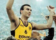 Σαν σήμερα 2 Δεκεμβρίου ο Νίκος Γκάλης κάνει το ντεμπούτο του στο Ελληνικό μπάσκετ