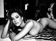 Οι γυμνές... αναρτήσεις της Rita Ora!