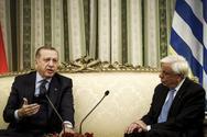 Τα ξένα ΜΜΕ για την επίσκεψη Ερντογάν: 'Είχε στριμώξει τον Παυλόπουλο σε μια γωνία του καναπέ'