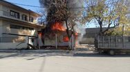 Αγρίνιο - Ξέσπασε φωτιά σε λυόμενη κατοικία (pics)