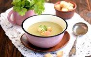Φτιάξτε σούπα με κρέμα γάλακτος, παρμεζάνα και σελινόριζα