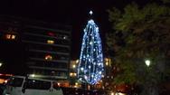 Το έλατο της Πάτρας που κάθε Χριστούγεννα ντύνεται… λουκουμάς! (pic)