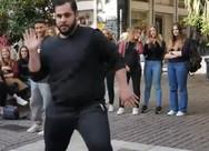 Dance street show στην 'καρδιά' της Αθήνας από τον Πατρινό Tom Mr. Riddle (video)