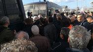 Πάτρα: Έπεσαν 'ψιλές' στον χώρο του συνεδρίου - 'Μπούκαρε' ομάδα της ΚΝΕ (pics)