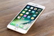 Apple: Το κόλπο της για να... χαλούν τα παλιά iPhone