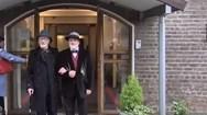 Άνδρες ενώθηκαν με τα δεσμά του γάμου, αν και δεν είναι ομοφυλόφιλοι (video)