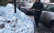 Στην Αγία Πετρούπολη έριξε… μπλε χιόνι (video)