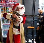Ο πιο μπριόζος Άγιος Βασίλης της Πάτρας ήταν ο Σπύρος Γρίβας!