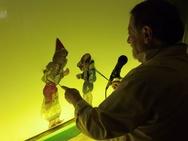 Πάτρα: 'Ο Καραγκιόζης' συνεχίζει τις εμφανίσεις του ως... 'Αστροναύτης'! (pics)