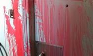 Πάτρα: Πέταξαν μπογιές στο ξενοδοχείο που γίνεται η εκδήλωση της ΝΟΔΕ