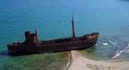 Το πλοίο φάντασμα στο Γύθειο, που μαγεύει τους περαστικούς (video)