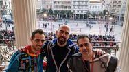 Το τρίο των dj's κράτησε ψηλά το καρναβαλικό φρόνημα στην παρέλαση του Σαββάτου (pic+video)