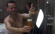 Μπάνιο μέσα σε... μπύρα (video)