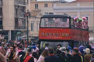 Οι ένδοξοι Bus -Tαρδοι του Πατρινού Καρναβαλιού μας ήρθαν από το... Λονδίνο!