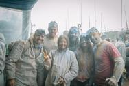 Παρέα Πατρινών βρέθηκε στον 'πόλεμο' του αλευρομουντζουρώματος - Δείτε φωτογραφίες