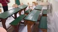 Θρανία αντίκες σε αίθουσες σχολικού συγκροτήματος της Πάτρας (pics)